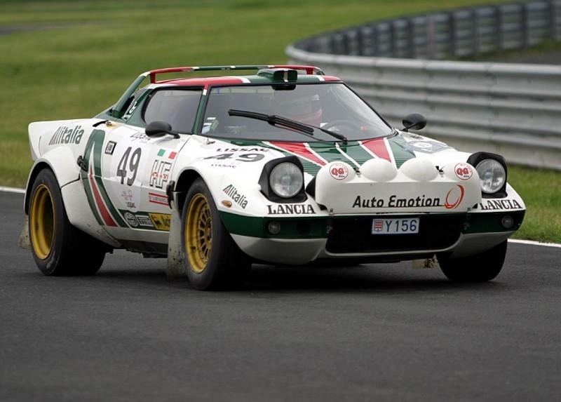 Автомобиль Lancia Delta