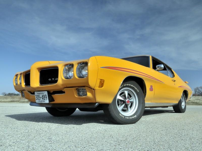 Автомобиль Pontiac Vibe