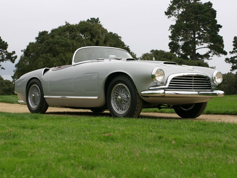 Автомобиль Aston Martin Vanquish