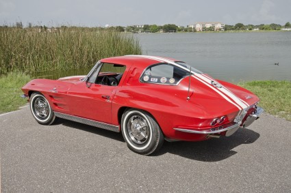 Chevrolet Corvette C2 Sting Ray автомобиль