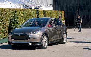 Автомобиль Тесла Модель Х
