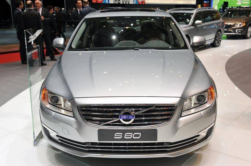 Вид спереди Volvo S80