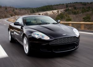 Вид спереди Aston Martin DB9