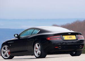 Вид сзади Aston Martin DB9