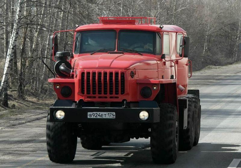 Вид спереди Урал-5557