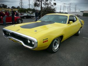 Plymouth Road Runner автомобиль