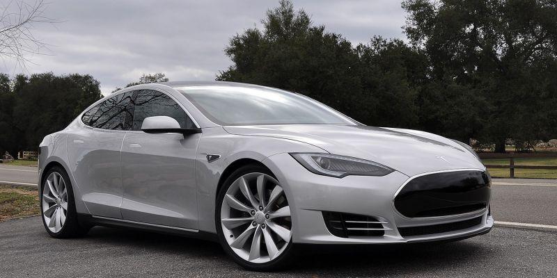 История компании Tesla