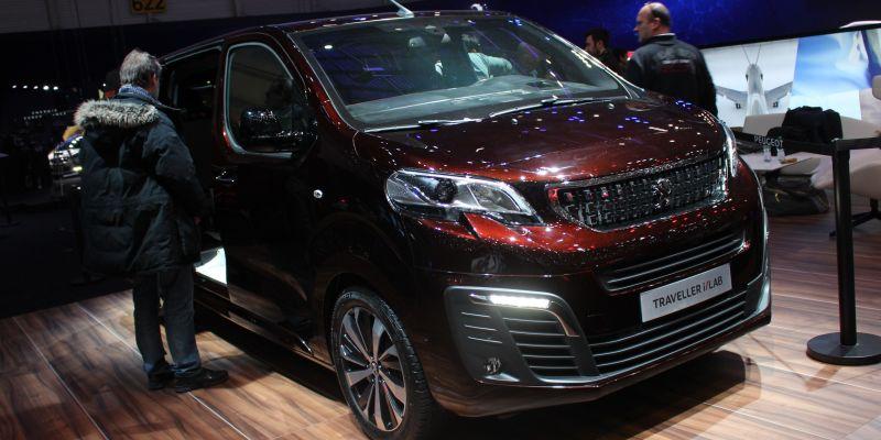Peugeot объединил автомобиль и очки