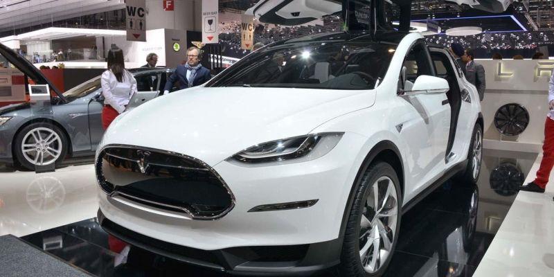 Электрокроссовер Tesla уже осенью