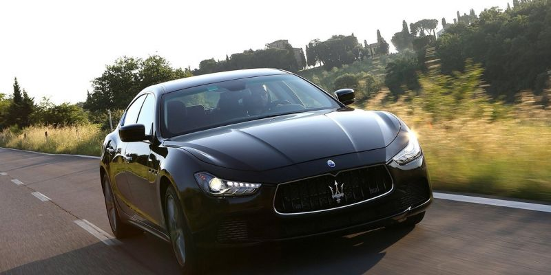 Автомобиль Maserati Ghibli 3