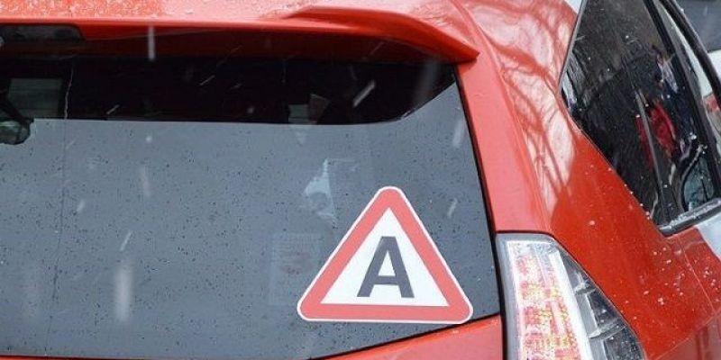 С 1 декабря на авто в России клеят «А»