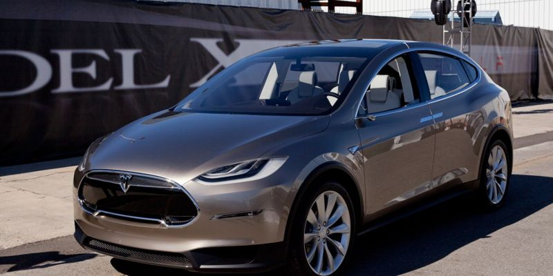 Автомобиль Tesla Model X
