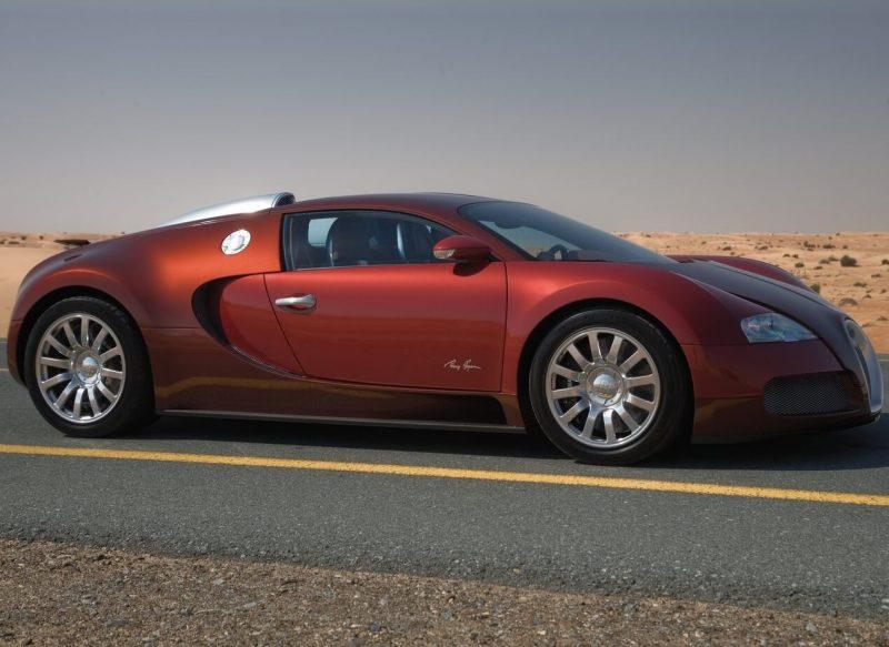 Вид сбоку Bugatti Veyron