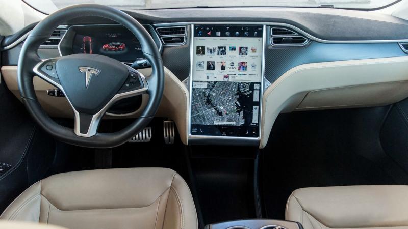 Консоль управления Tesla Model S