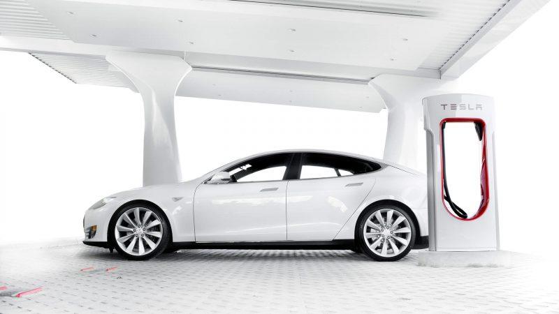 Зарядка автомобиля Тесла
