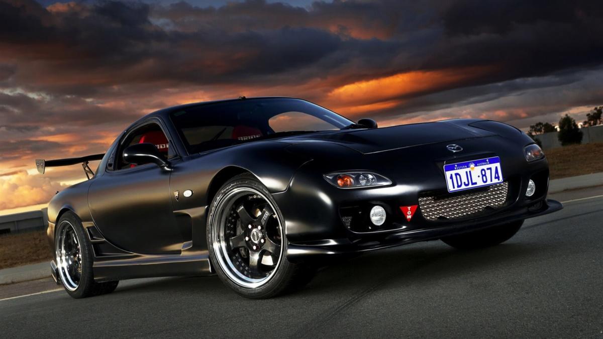 Спорткар Mazda RX-7