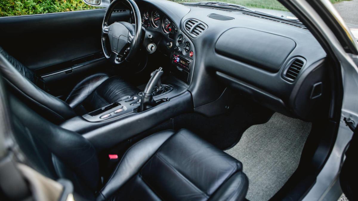 Салон Mazda RX-7