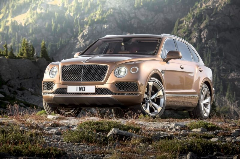 Bentley Bentayga вид спереди