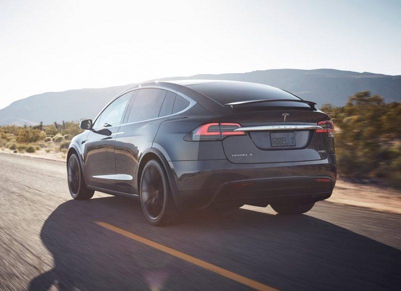 Вид сзади Tesla Model X