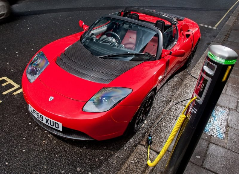 Процесс зарядки Tesla Roadster