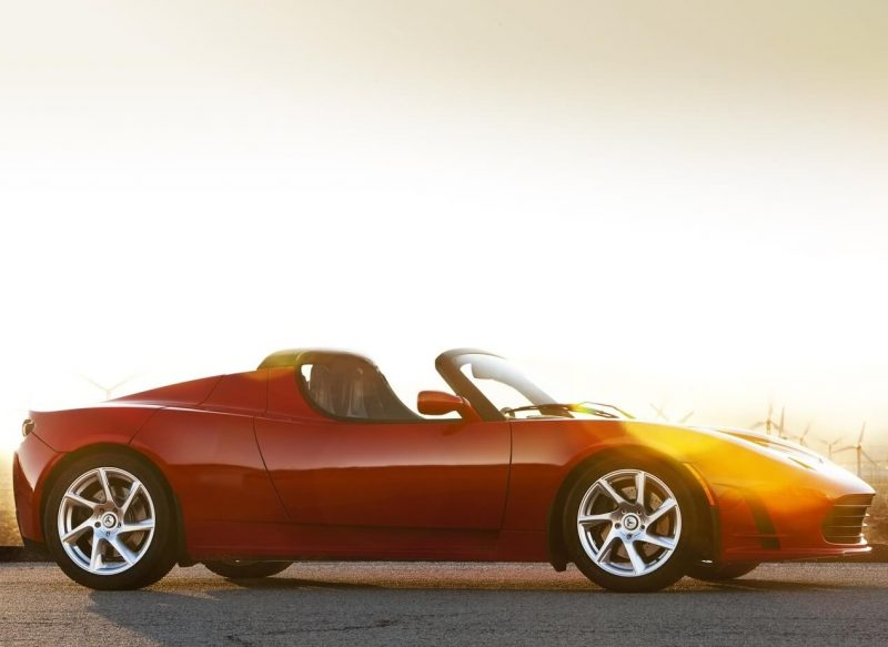 Вид сбоку Tesla Roadster