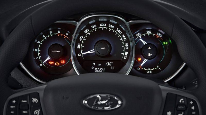 Lada Vesta приборная панель