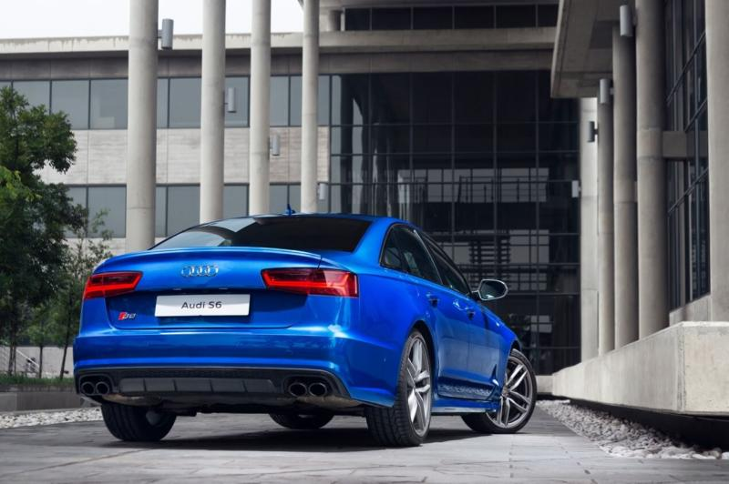 Вид сзади Audi S6