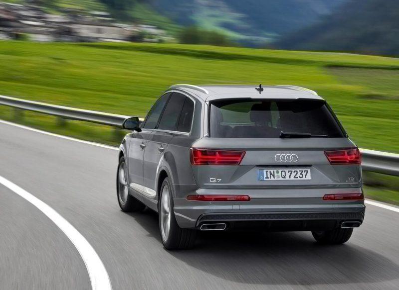 Вид сзади Audi Q7