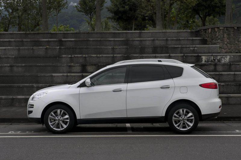 Luxgen 7 SUV вид сбоку