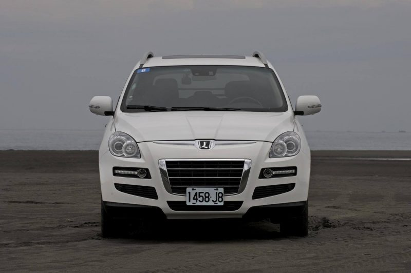 Вид спереди Luxgen 7 SUV