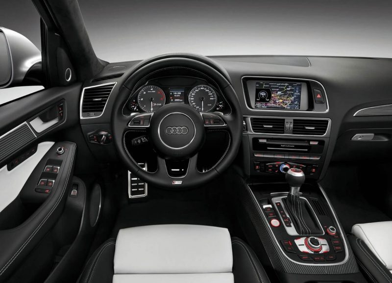 Фото салона Audi SQ5