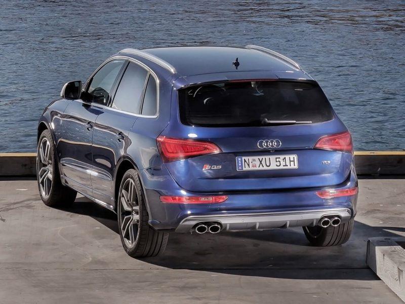 Audi SQ5 вид сзади