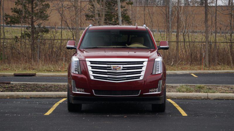 Cadillac Escalade вид спереди
