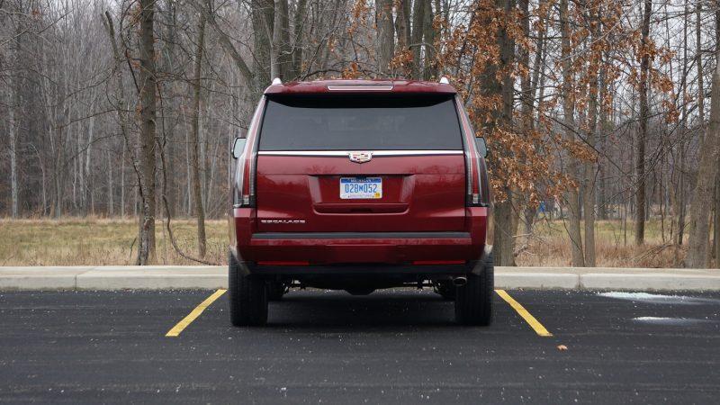 Cadillac Escalade вид сзади