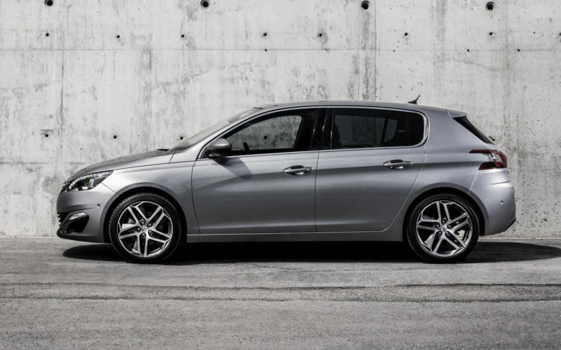 Вид сбоку Peugeot 308