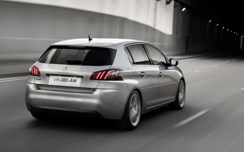 Вид сзади Peugeot 308