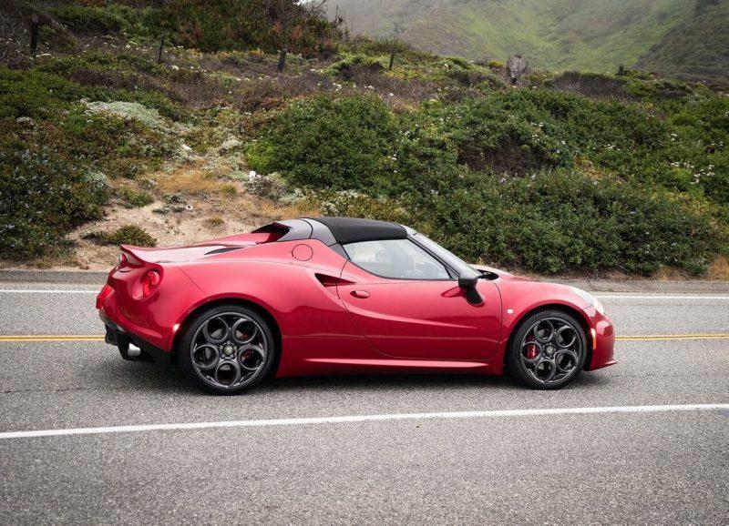 Alfa Romeo 4C Spider вид сбоку