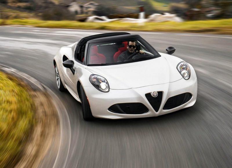 Вид спереди Alfa Romeo 4C Spider