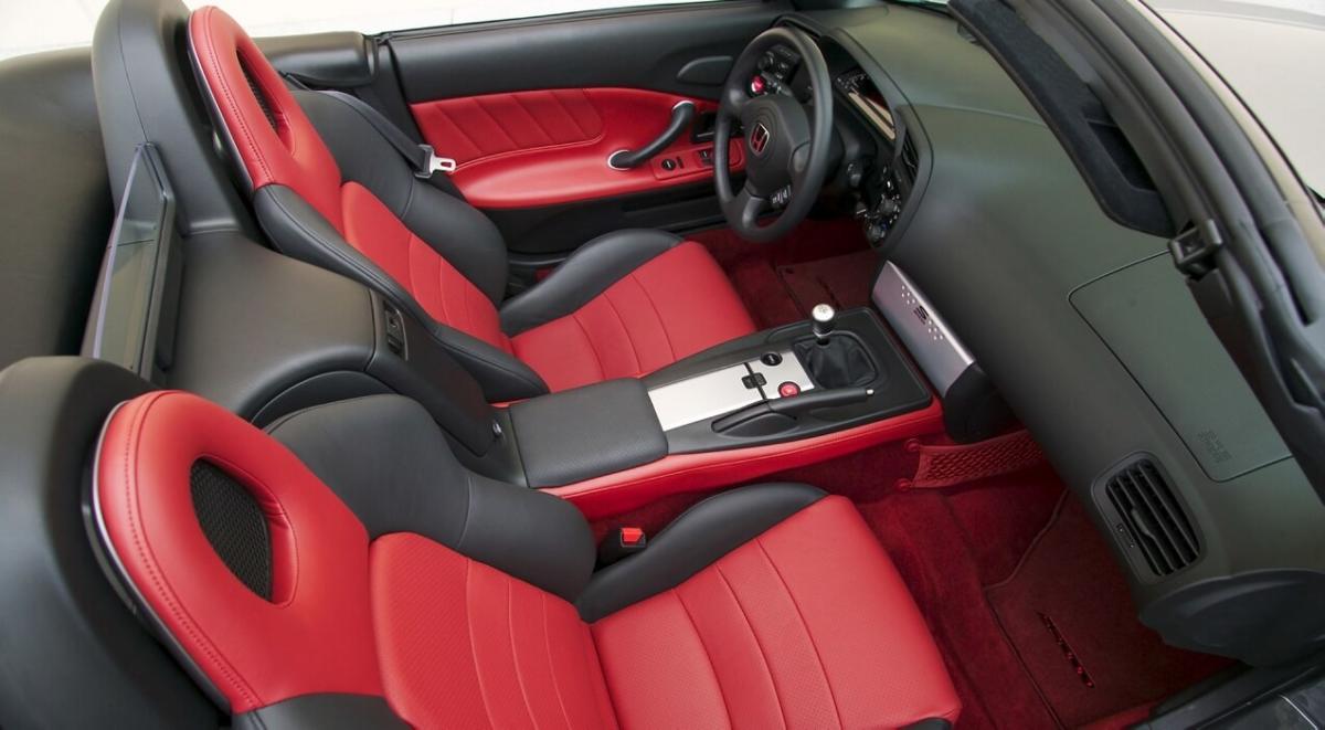 Инетреьр Honda S2000