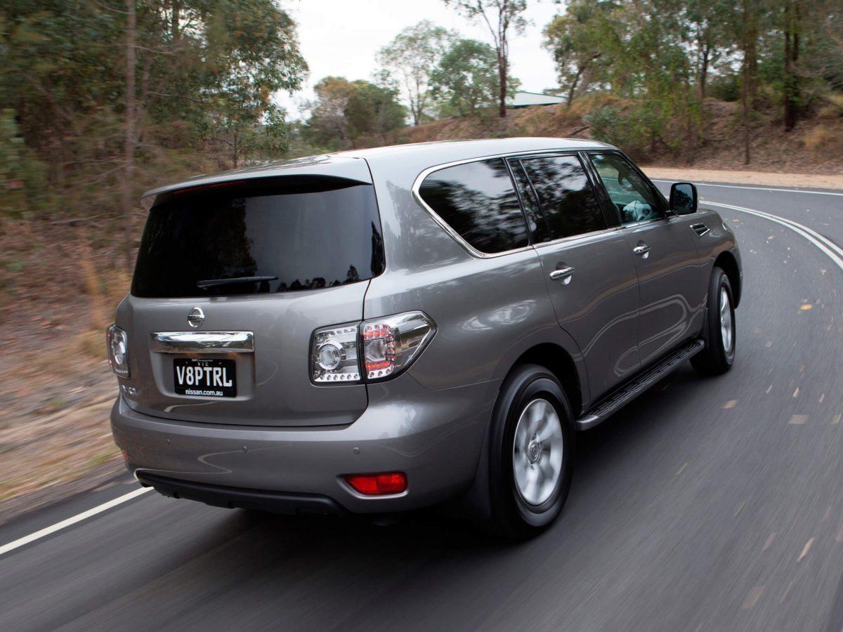 Nissan Patrol вид сзади