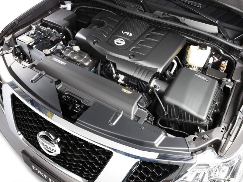 Nissan Patrol фото двигателя