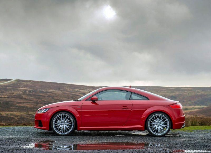 Вид сбоку Audi TT