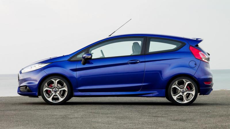 Ford Fiesta вид сбоку