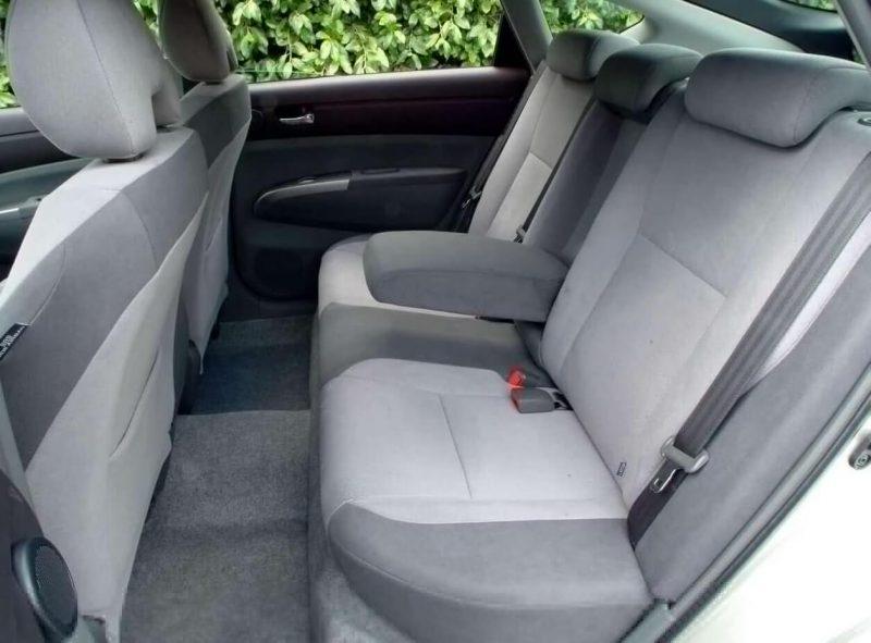Toyota Prius II задний диван