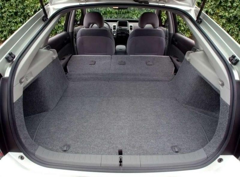 Багажное отделение Toyota Prius II
