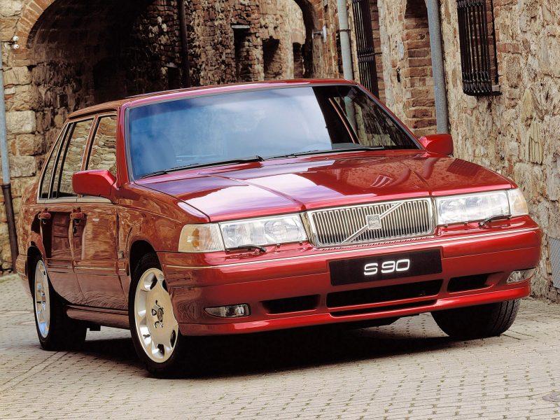 Авто Volvo S90 1998 года