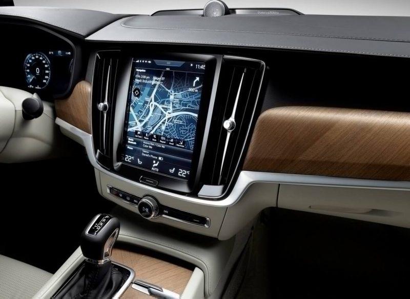 Дисплей Volvo S90