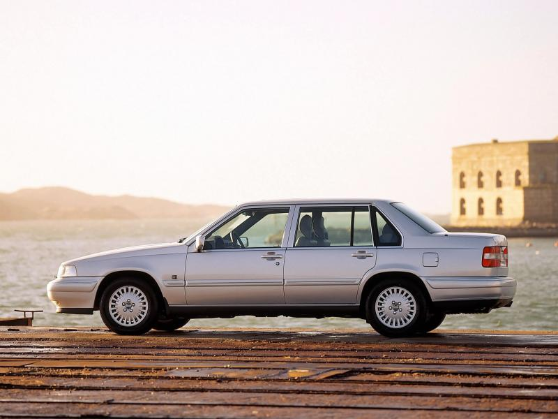 Volvo S90 вид сбоку