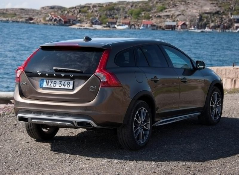 Фото нового Volvo V60 Cross Country