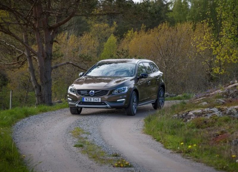 Авто Volvo V60 Cross Country 2016 года